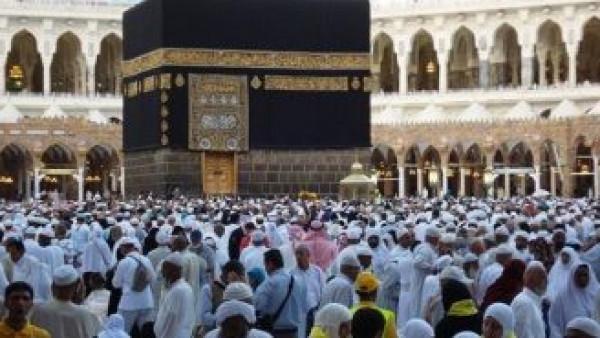 مشهد مهيب لتشييع 58 جنازة في الحرم المكي بالسعودية