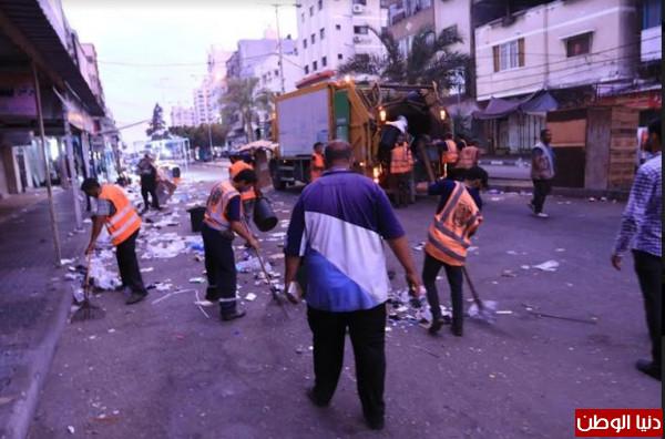 صور: بلدية غزة تَجمع وتُرحّل 3900 طن من النفايات خلال العيد