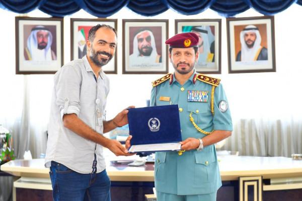 مركز شرطة خورفكان الشامل يزور حجاج بيت الله الحرام