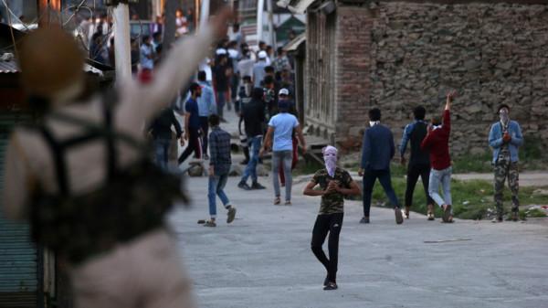 الهند تعيد تشديد إجراءاتها الأمنية في أكبر مدينة بكشمير