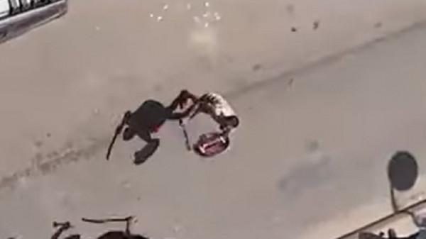 """الأمن المصري يقبض على """"بلطجي"""" روع المارة بالسيف"""