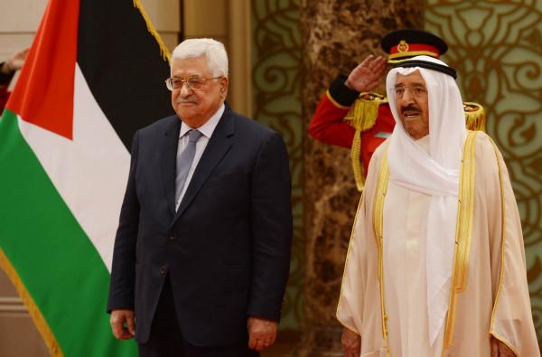 الرئيس عباس يهنئ الأمير الصُباح بتعافيه من العارض الصحي