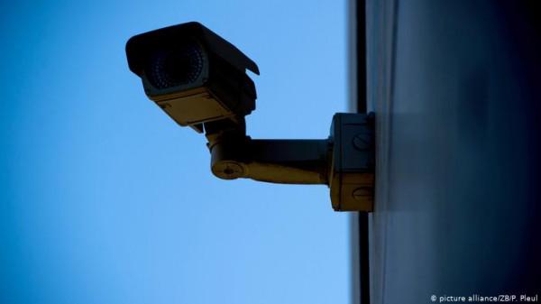 ملابس تستطيع تضليل كاميرات المراقبة وتحول الإنسان إلى سيارة