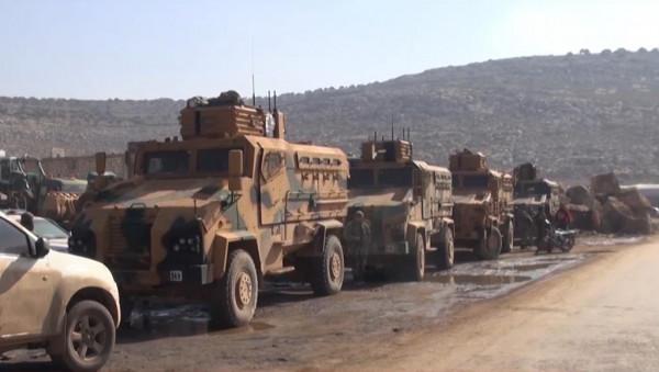 مُحملة بالذخائر.. آليات مدرعة تركية تجتاز الحدود إلى شمال غرب سوريا