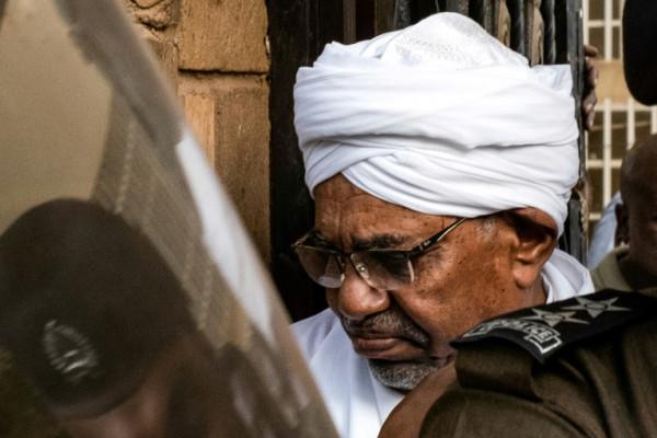الأقوال الأولى للرئيس السوداني المعزول عمر البشير أمام المحكمة