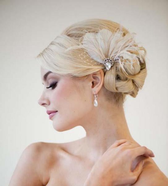 لإطلالة كالأميرات.. كيف تختارين الإكسسوارات المناسبة لفستان زفافك؟