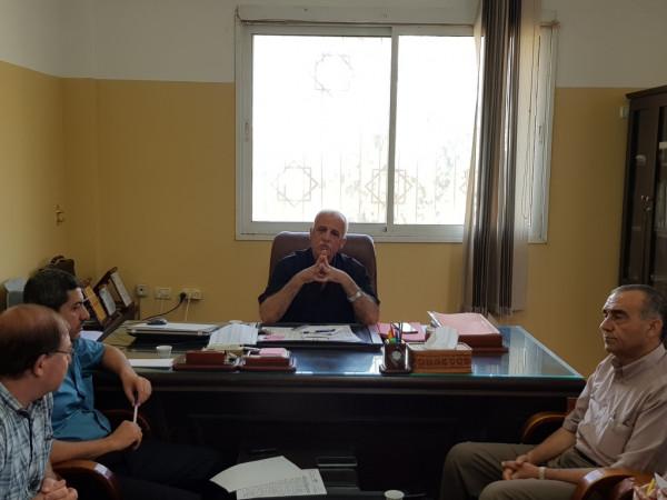 مدير تعليم الشمال يجتمع برؤساء الأقسام لمناقشة بعض القضايا الإدارية