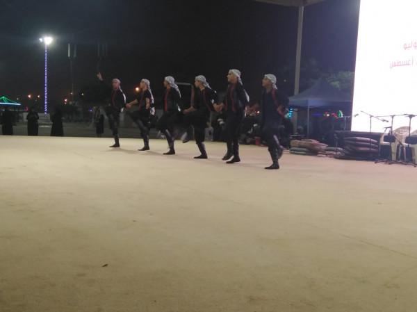 فرقة الكوفية تتألق بمهرجان صلالة بسلطنة عُمان
