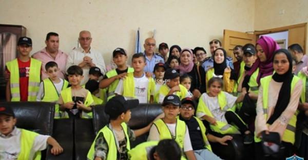 شرطة طولكرم تستقبل المشاركين في مخيم سمير غوشة للعمل التطوعي