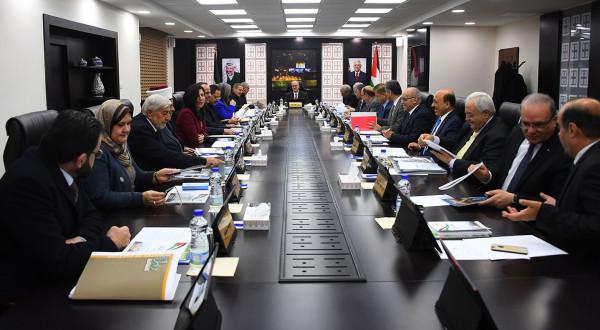 بعد قرار الرئيس.. خبراء يكشفون حجم الأموال التي على وزراء الحكومة السابقة إعادتها