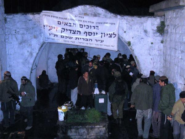 إصابات بالمطاط والاختناق عقب اقتحام قوات الاحتلال قبر يوسف بنابلس