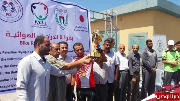 """المتسابقان """"طنطيش والأسطل"""" يتوجان بلقب بطولة الدراجات الهوائية لفئتي الناشئين والشباب بغزة"""