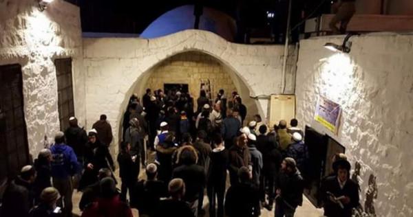 مئات المستوطنين يقتحمون نابلس وإصابة العشرات في المواجهات