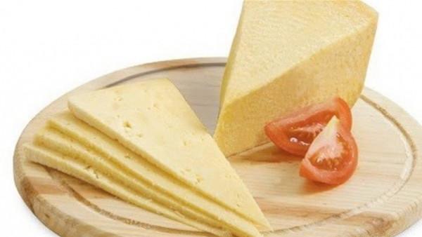 تحتوي على مواد بلاستيكية.. أسهل طريقة لكشف الجبنة الرومي المغشوشة