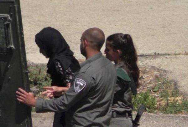 الاحتلال يعتقل المواطنة هبة اللبدي على معبر الكرامة