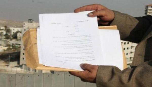 إخطارات هدم وإخلاء لمنشآت مواطنين قرب مخيم قلنديا
