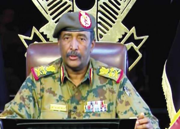 البرهان يُؤدي اليمين الدستورية رئيساً لمجلس السيادة في السودان