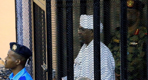 """""""عناصر مارقة"""" حاولت تهريبه.. الشرطة السودانية تنقله لـ """"المنزل الآمن"""""""