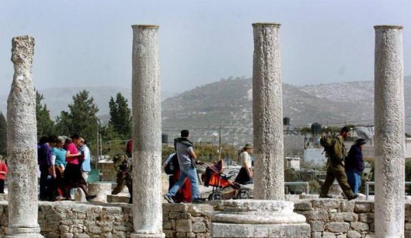داخل الموقع الأثري في سبسطية.. قوات الاحتلال تُجري أعمال مَسْحٍ وتخطيط