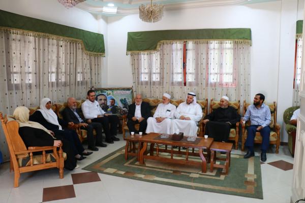 نواب تشريعي غزة يزورون عائلة الشهيد أبو شنب ويشيدون بروحه الوحدوية