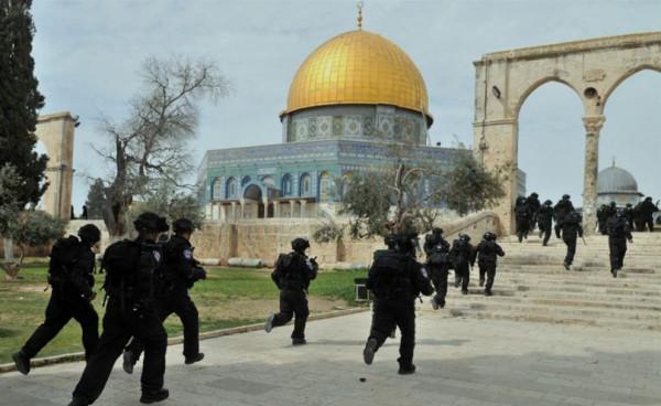 الخطيب: حرائق المسجد الأقصى لم تنطفئ منذ 50 عاماً