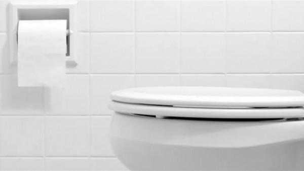 طريقة تنظيف الحمام بمكون واحد فقط من منزلك