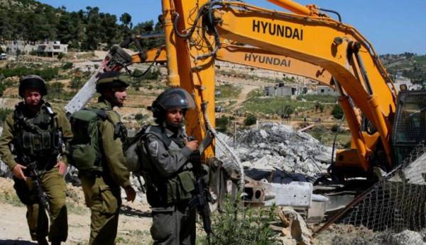الاحتلال يَشُن حملة هدم وإخطارات بالهدم في المناطق الفلسطينية
