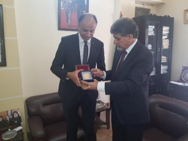 السفير عبد الهادي يُودع سفير جمهورية مصر المعتمد لدى سوريا لانتهاء مهامه