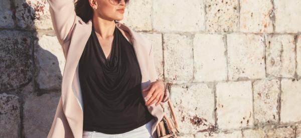 لصاحبات الجسم الكمثرى.. 6 نصائح لاختيار الملابس المناسبة