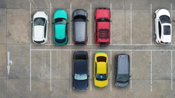 كيف تركن سيارتك بـ 11 خطوة؟