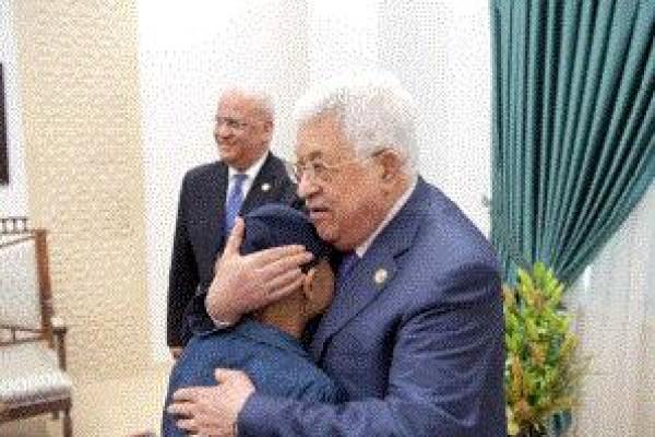 الرئيس يستقبل الطفل محمد النبي المصاب بالسرطان