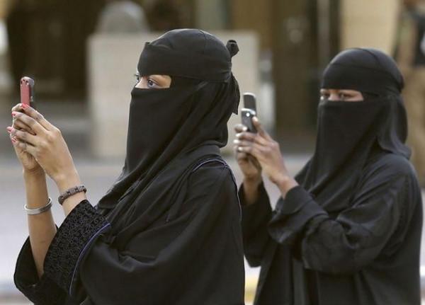 """مطالب المرأة السعودية بالتحرر تطال """"البنطال"""": """"أكثر سترة وأناقة"""""""