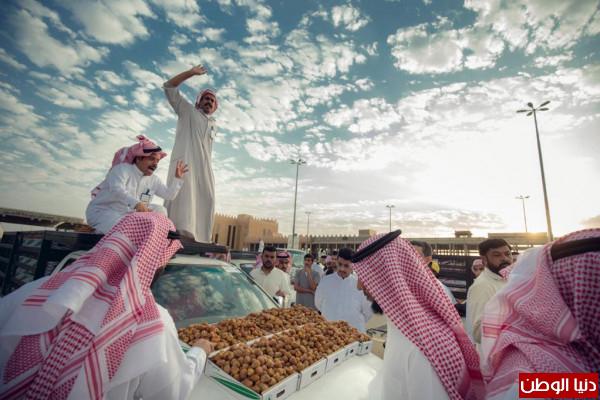 في السعودية... مصوروا العالم يبدعون في مهرجان بريدة للتمور