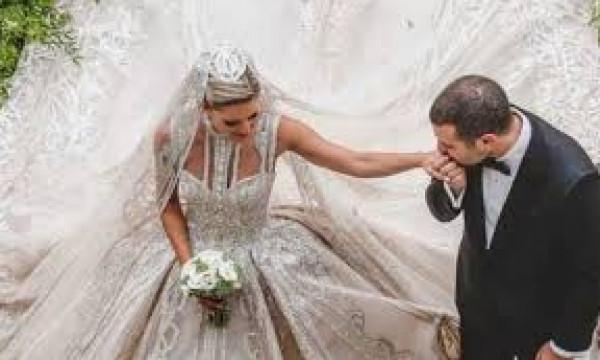 طريقة طلب شاب الزواج من حبيبته تعرضه للانتقادات