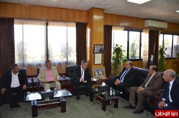 محافظ الاسماعيلية يستقبل وفد ممثلى الشركة المصرية للاتصالات