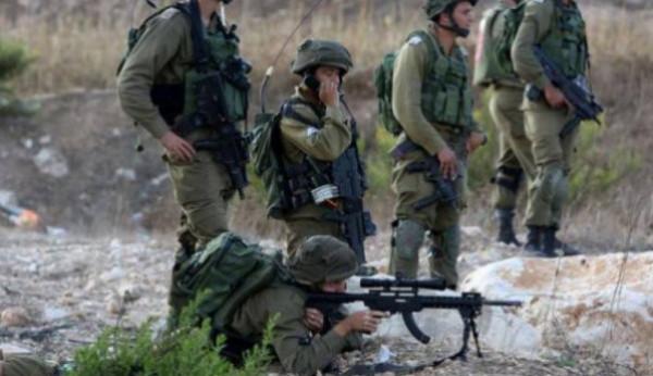 الاحتلال يطلق النار على شبان رفعوا الأعلام الفلسطينيين عند السياج شرق خانيونس