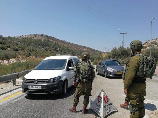 الاحتلال يُغلق الطرق الرئيسية غرب رام الله ويعزز تواجده العسكري