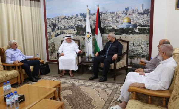 صور: هنية يلتقي السفير العمادي في مكتبه بمدينة غزة