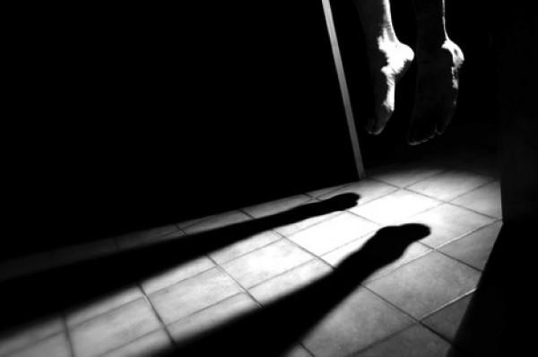 انتحار تونسي تعرض لاعتداء جنسي من قبل 3 شبان بينهم شقيقه