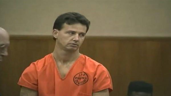 إعدام سفاح المثليين.. وتفاصيل طلبه الغريب قبل تنفيذ الحكم