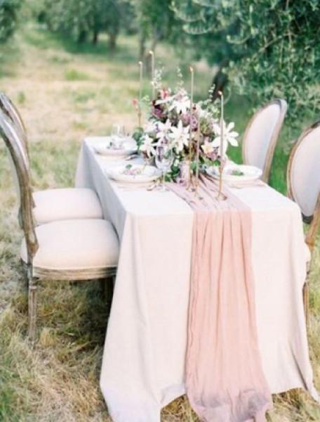 مفارش الطاولات تنقل حفل زفافك إلى مستوى أعلى من الأناقة