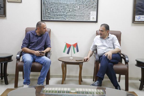 منتدى المثقفين يلتقي رئيس بلدية قلقيلية