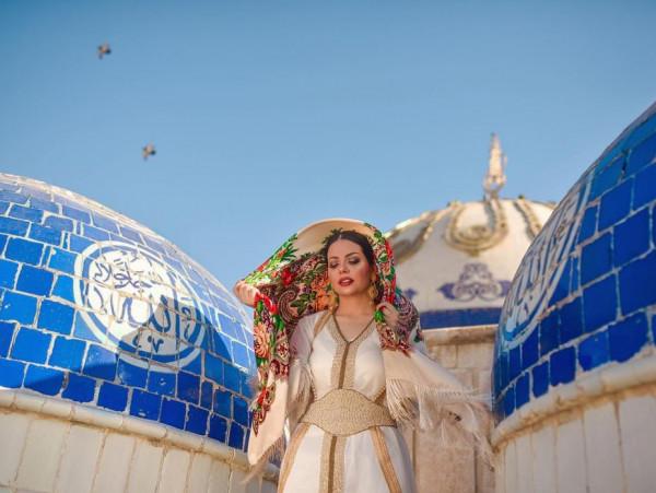 جيهان هاشم تثير غضب الوقف السني العراقي بعد نشرها صور في مسجد في بغداد