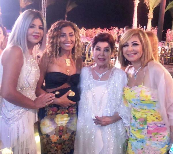 شاهد: عمرو دياب يطلب القرب من دينا الشربيني بحضور دنيا وإيمي سمير غانم