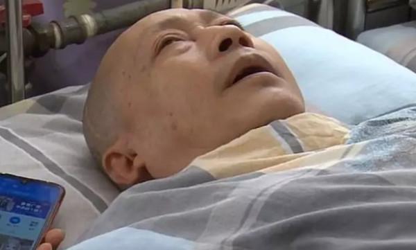 يستيقظ من الغيبوبة بعد 5 سنوات بفضل عناية زوجته