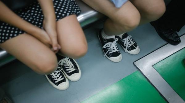 """شاهد: مصور النساء الخفي.. القبض على """"منحرف مدريد"""" متلبساً"""