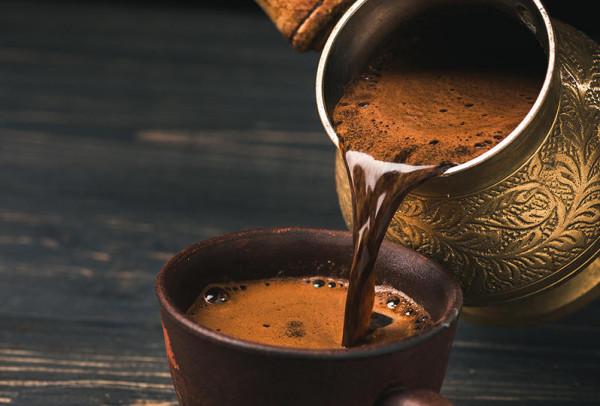 تقي من الجلطات الدماغية.. القهوة التركية مذاق شهي وفوائد صحية