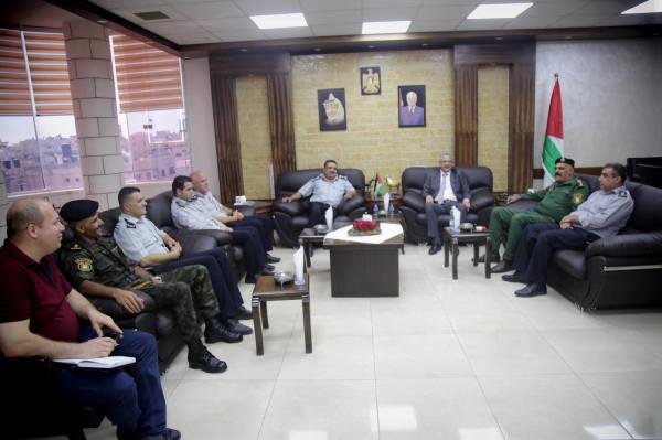 المحافظ أبو بكر يلتقي المدير الجديد لمديرية الدفاع المدني بطولكرم