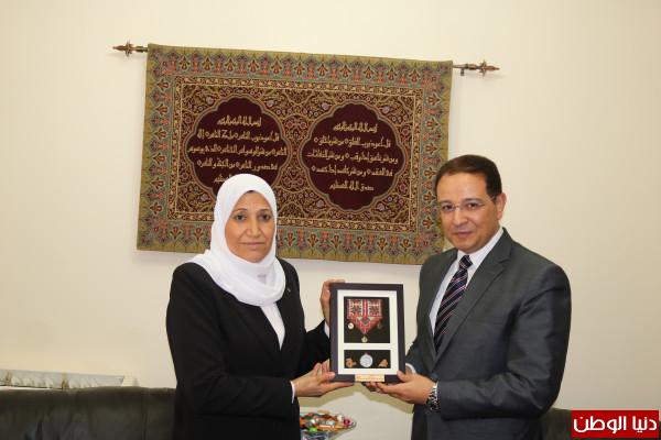 حمد تبحث مع السفير المصري بفلسطين سبل التعاون