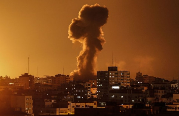شاهد: طائرات الاحتلال تقصف موقعاً للمقاومة شمال قطاع غزة